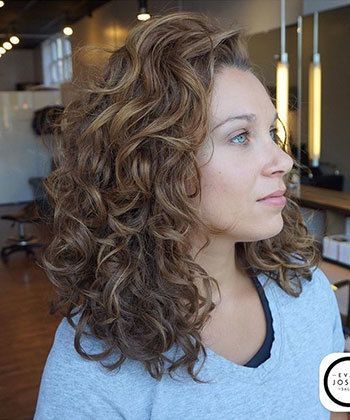 6 Tricks to Try When Your Wavy Hair is Flat