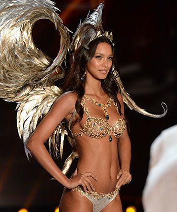 This Victoria's Secret Angel Rocked Stretch Marks on the Runway