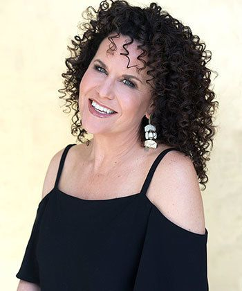 Michelle Breyer Inspires With Her Curl Journey and Entrepreneurship