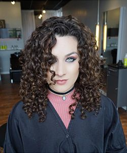 6 Signs Your Stylist Knows How to Cut Curly Hair