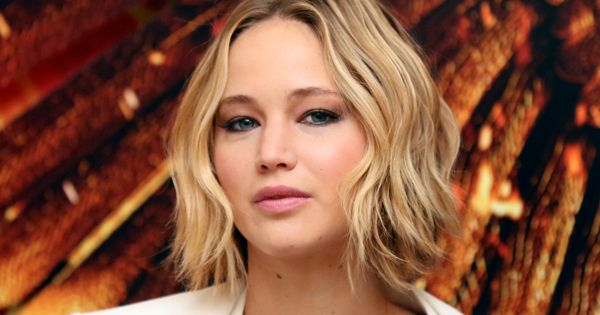 How To Get Jennifer Lawrence S Wavy Bob Aka Wob Naturallycurly Com