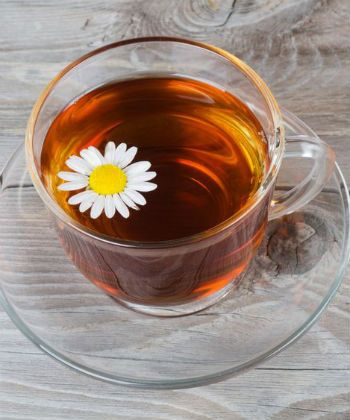 drinking chamomile tea for detox