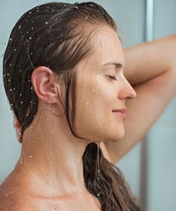 Why People are Replacing Shampoo with... Water