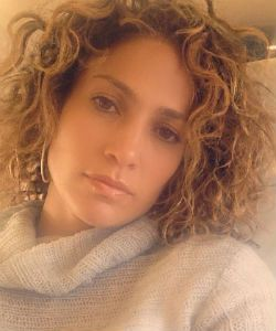 Jennifer Lopez Debuts New Naturally Curly Hair