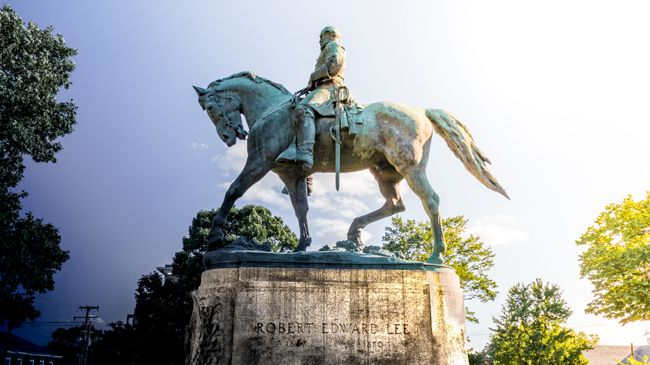 A statue of Robert E Lee on horseback