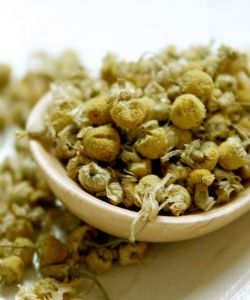 9 Hair & Beauty Benefits of Chamomile