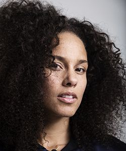 The Real Reason Behind Alicia Keys's #NoMakeup Routine
