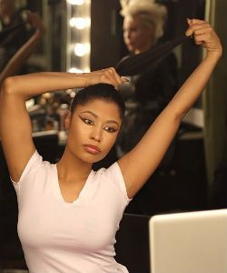 Nicki Minaj Shows Off Her Natural Hair