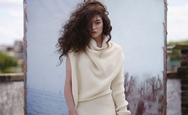 lorde with curly hair