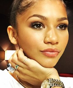 Zendaya Shows Us What Her REAL Hair Looks Like