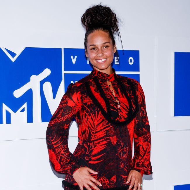 Alicia Keys with no makeup at the 2016 MTV VMAs