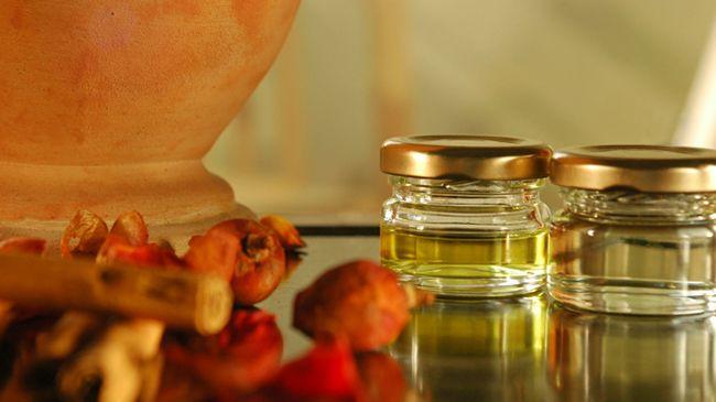 oleic and linoleic acid in hair oil