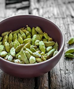 How to Lighten Your Hair Naturally with Cardamom