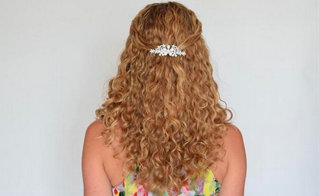 3 Gorgeous Bridesmaid Hairstyles For Curly Hair Naturallycurly Com
