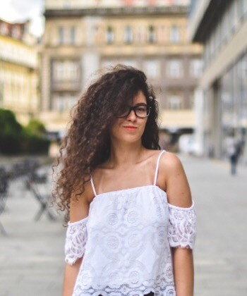 Frizz Control Tips and Tricks for Wavy Hair