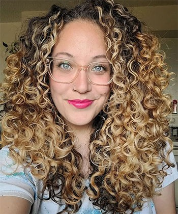 How to Follow the Laura Method for Frizz-Free Curls