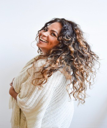 Atoya Bass Shares Her Minimal Approach for Styling Curly Hair That You Can Do at Home