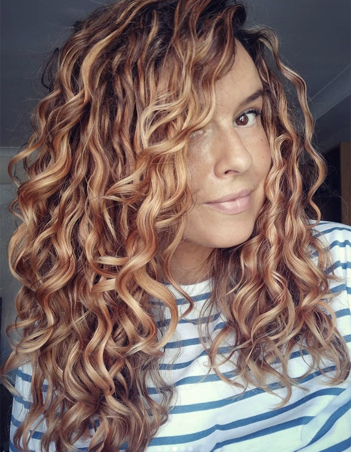 5 Tips To Add Shine To Wavy Hair Without Weighing It Down Naturallycurly Com