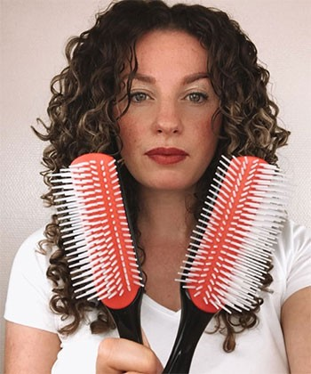How to Choose the Right Denman Brush for Your Curls