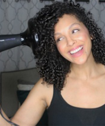 Top 12 Tips to Diffuse Curly Hair Without the Frizz
