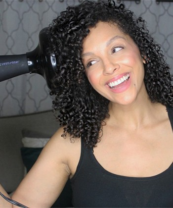 12 Tips to Diffuse Curly Hair Without the Frizz