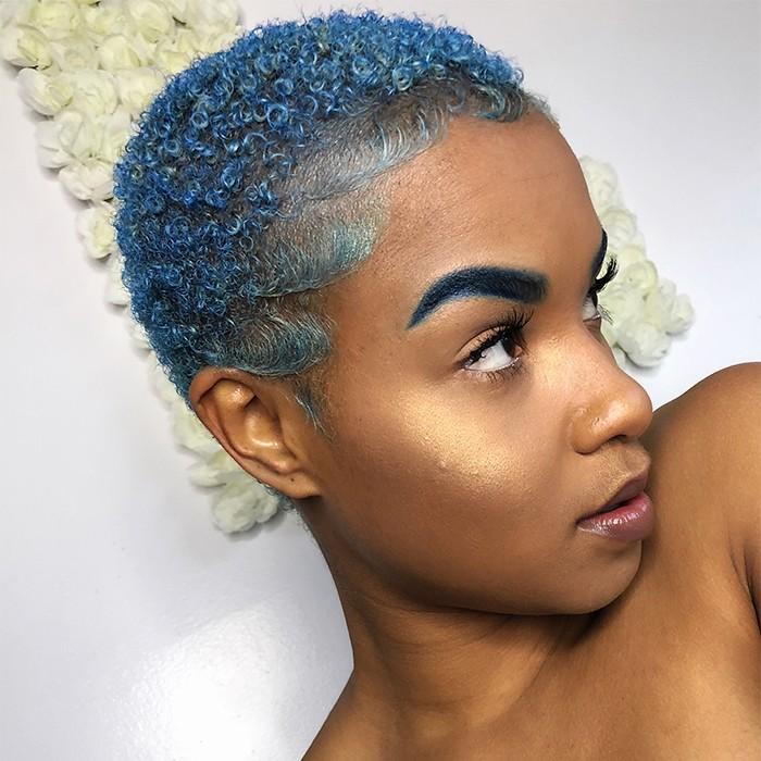 Blue hair 700