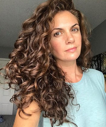 6 Tips to Dry Wavy Hair Faster With No Frizz