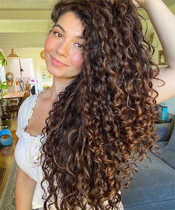 How to Add Hyaluronic Acid to Your Hair Routine for Thicker, Longer & Stronger Curls