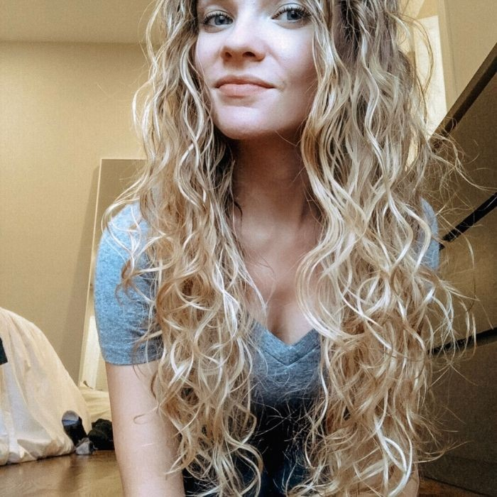Texture Tales This Is How Ali Styles Her Long Wavy Hair Naturallycurly Com