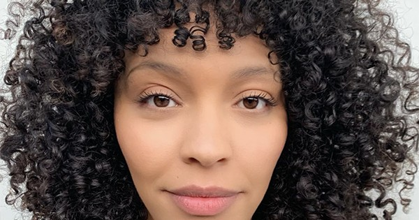 How To Cut And Style Curly Bangs According To A Stylist Naturallycurly Com