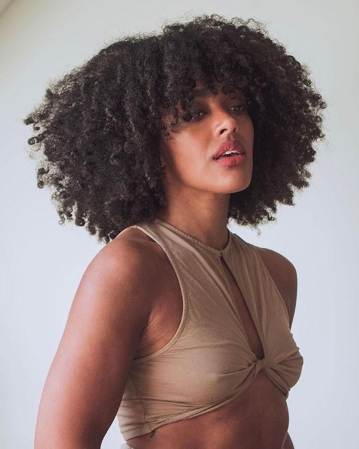 Angela-Onuoha-curly-bangs