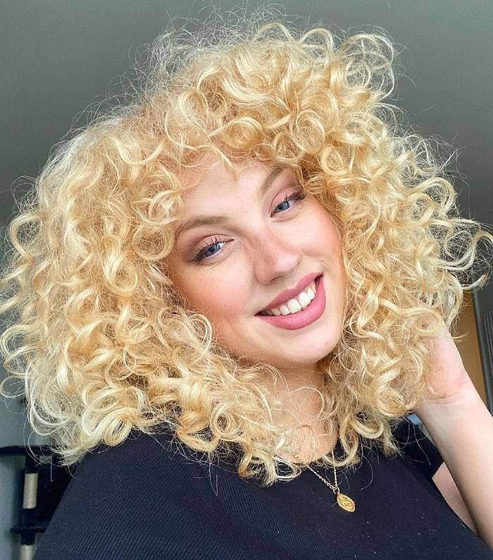 toni-macaroni-curly-curtain-bangs-