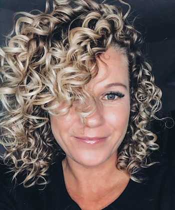 Texture Tales: Inge Shares her Secrets for Styling Fine Curly Hair with Extra Volume