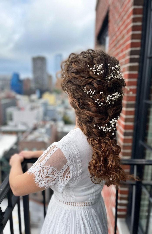 curly-wedding-babys-breath