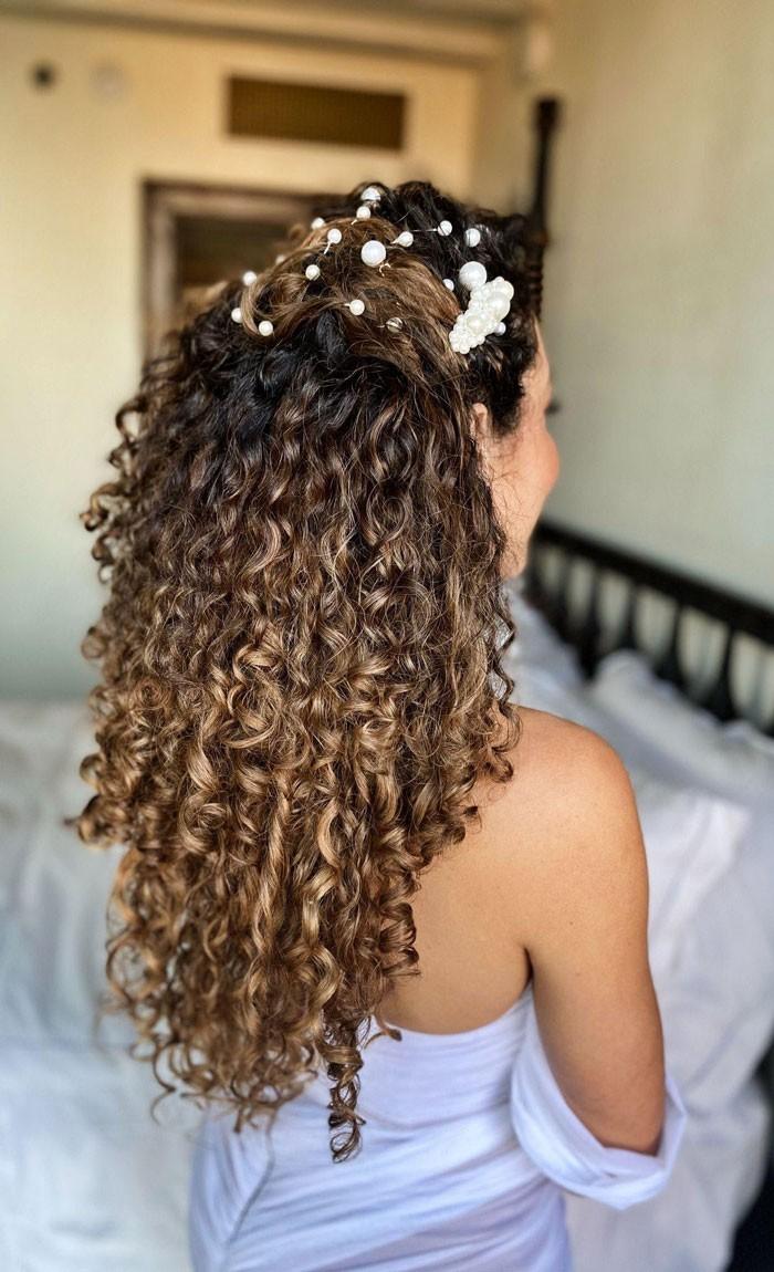 curly-wedding-half-up-pearls