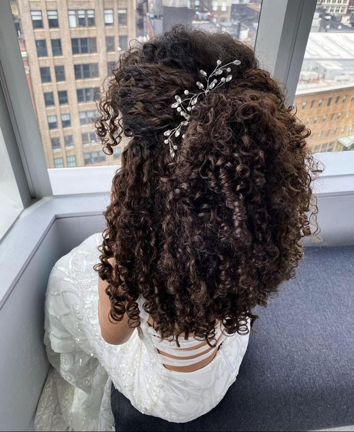 curly-wedding-half-up