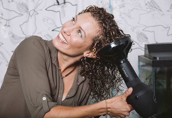 How to Use a Diffuser Without Ruining Your Curls