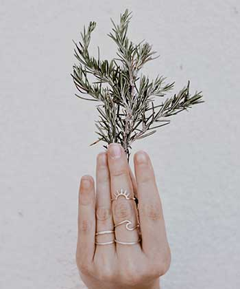 4 Ways to Use Rosemary for Hair Growth