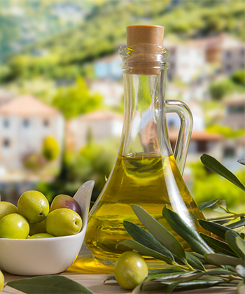 Video: How to Deep Condition Your Dry Hair With Olive Oil