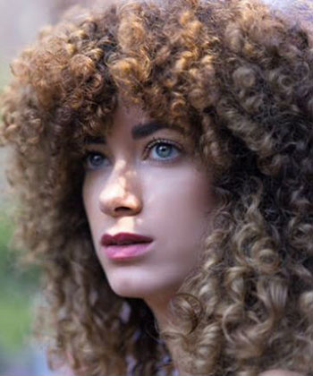 3 Quick Tricks for Making Your Curly Hair Bigger